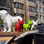 Lustige Figuren auf dem Markt von Antwerpen