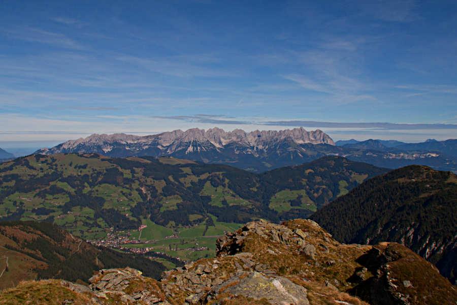 Blick auf den Wilden Kaiser während einer Wanderung in der Nähe von Westendorf, Tirol