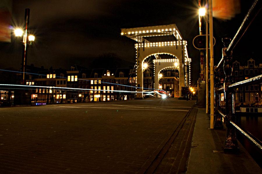 Mein Jahr startete wunderschön beim Amsterdam Light Festival - hier ein Bild der Magere Brug.