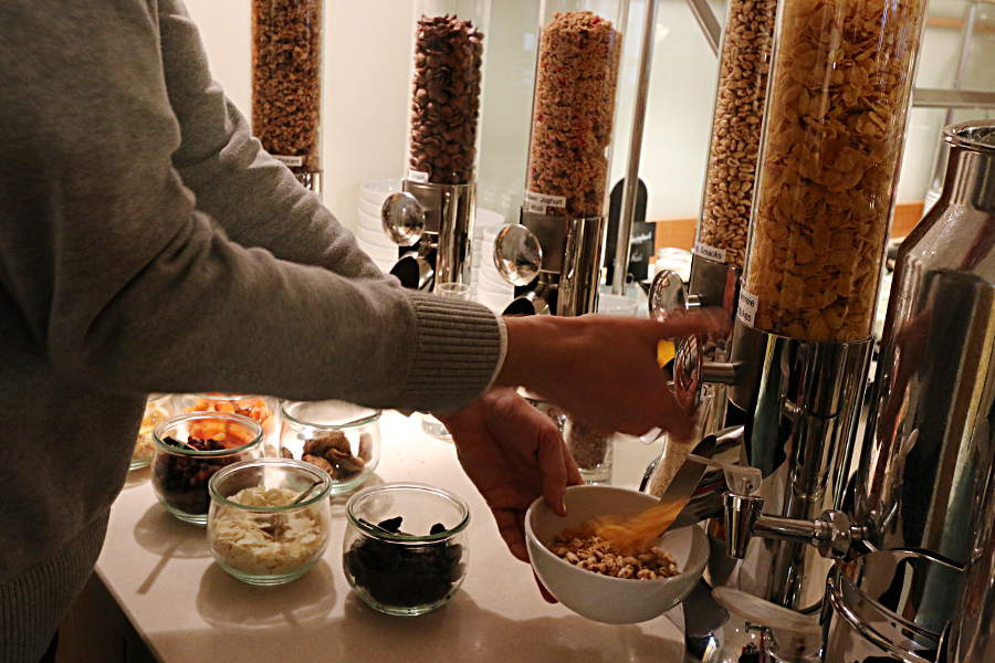 Müsli und andere Cerealien in ausreichender Auswahl