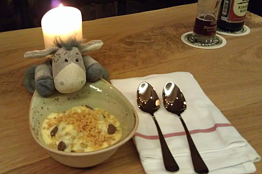 Lecker Schokopudding (mit viel Vanillesoße) zum Nachtisch in der Pechhütte
