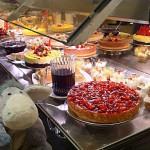 Das Dessert- und Kuchenbuffet im Restaurant auf Deck 7