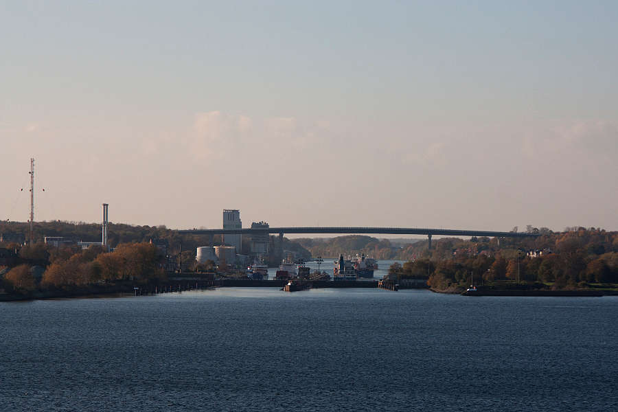 Blick in den Nord-Ostsee-Kanal (NOK) von Bord der Color Magic