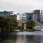 Alte und neue Gebäude rund um die Dublin Docklands