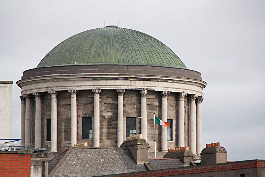 Detail am Gerichtsbäude Four Courts in Dublin