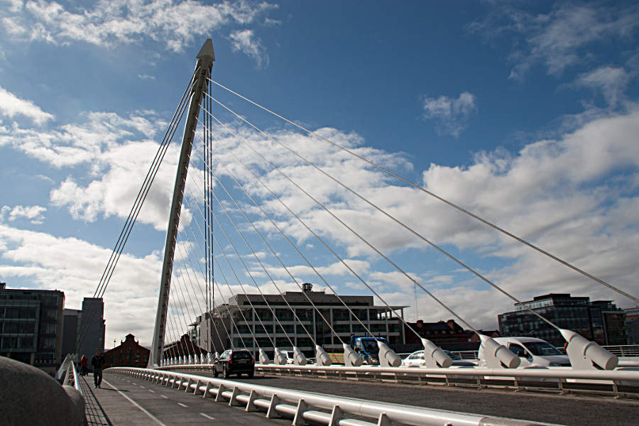 Dublin Samuel Beckett Bridge - aus jedem Blickwinkel eine Augenweide