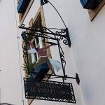 Schild über einem Restaurant am Fischmarkt