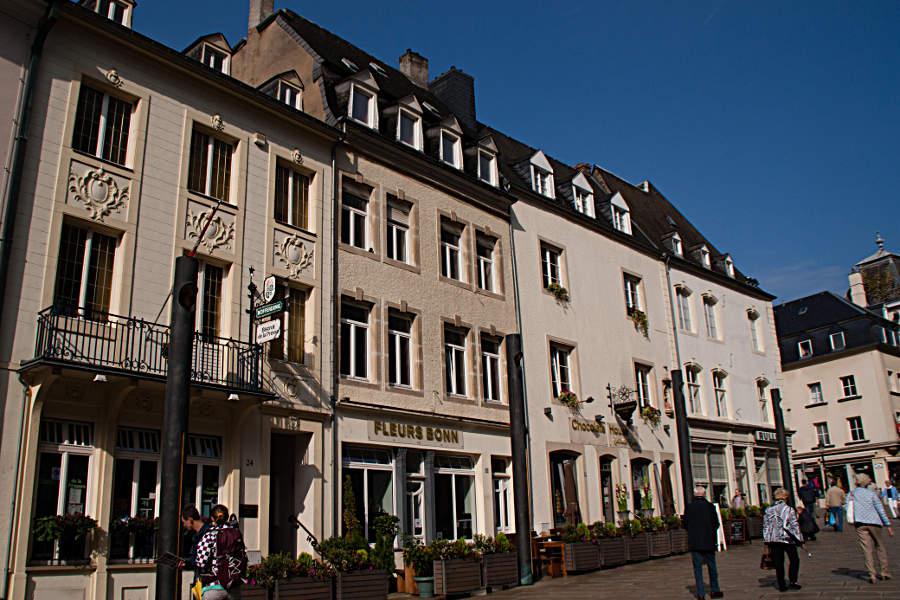 Häuserzeile in der Innenstadt von Luxemburg