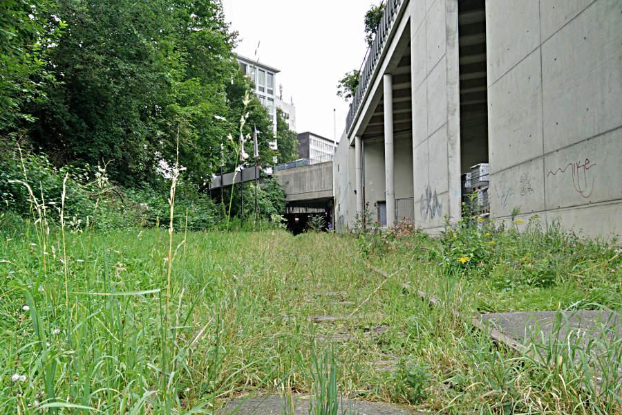 Blick zurück in den Tunnel vom ehemaligen unterirdischen Bahnhof zur documenta in Kassel. (c) Carolin Hinz www.esel-unterwegs.de